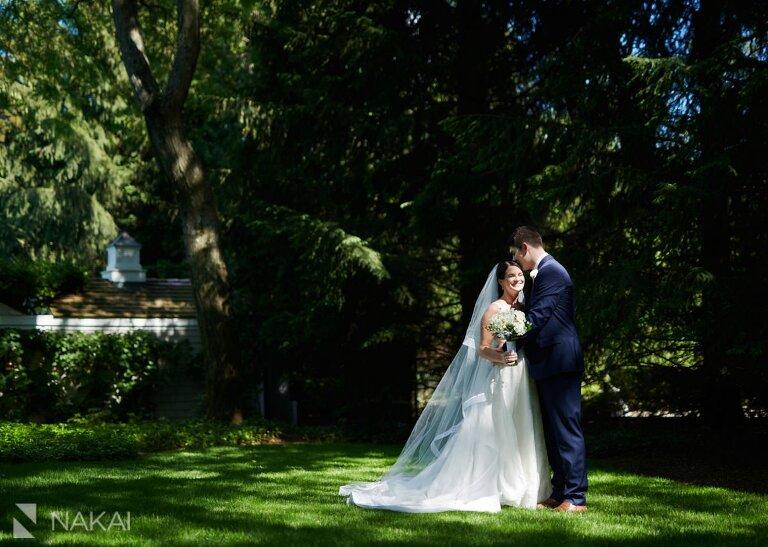 chicago north shore wedding pictures bride groom backyard