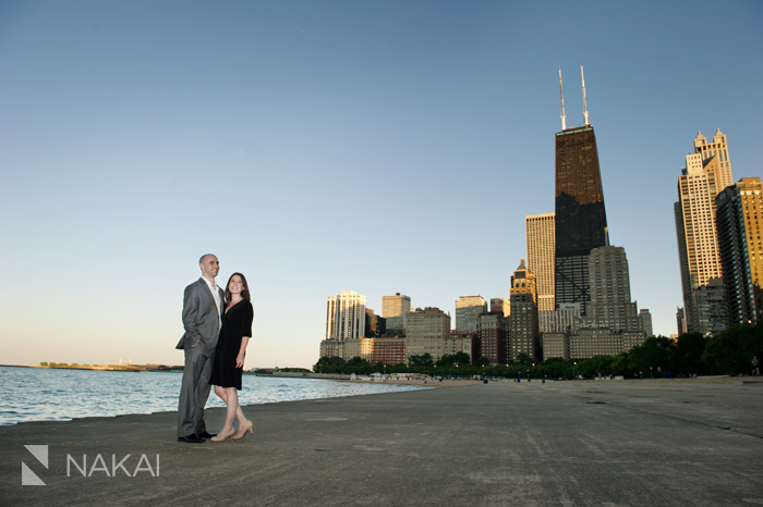 chicago engagement picture - chicago skyline