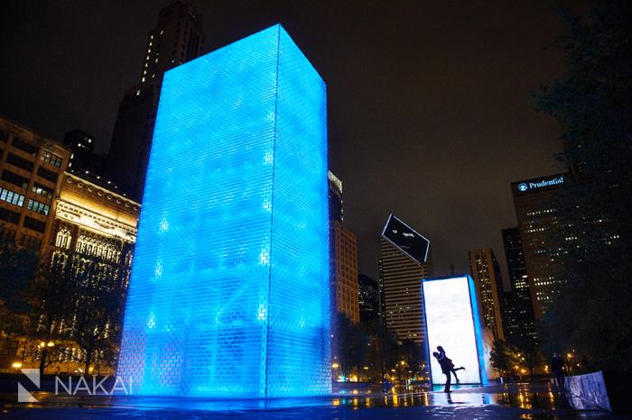 best chicago engagement photo millennium park night