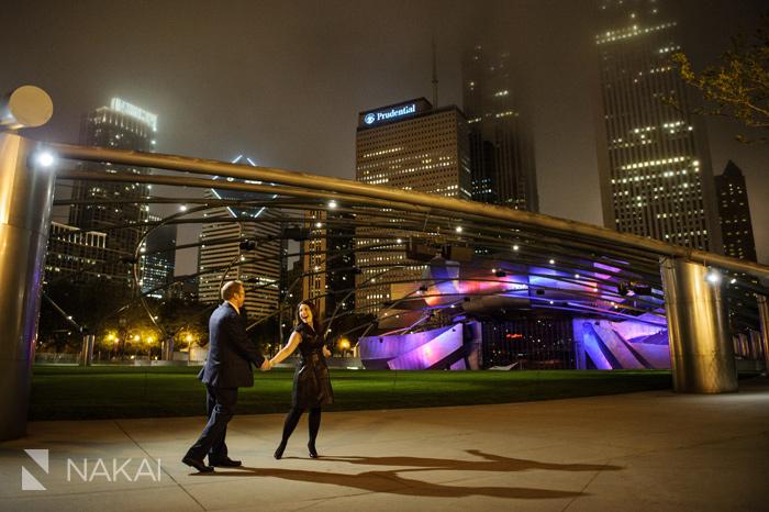 best chicago engagement photos millennium park nighttime