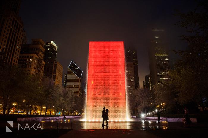 best chicago engagement picture millennium park night