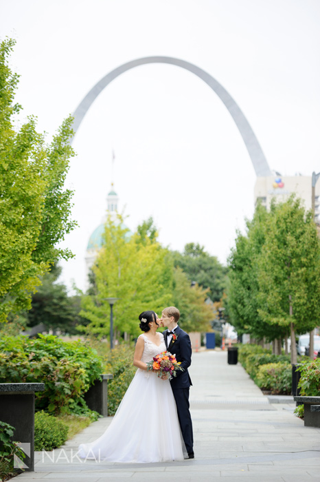 St Louis Wedding Pographers   Marriott St Louis Grand Wedding Photos Library Arch Wynne