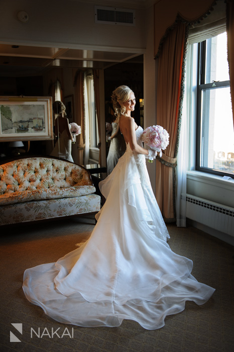 bride wedding photo chicago luxury photographer drake hotel