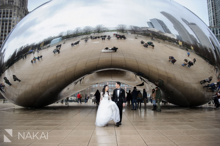 brdie groom the bean wedding photographer chicago millennium park