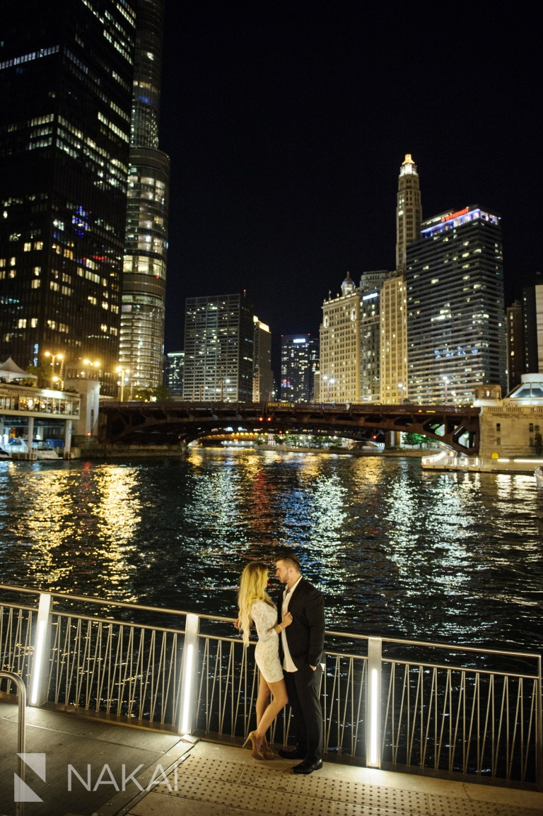 top night chicago photo spots engagement pictures