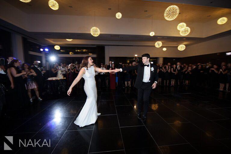 chicago radisson blu wedding photographer first dance