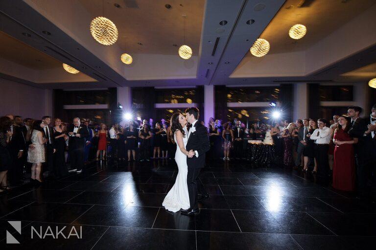 wedding-radisson-blu-pictures-chicago-aqua-nakai-photography-049