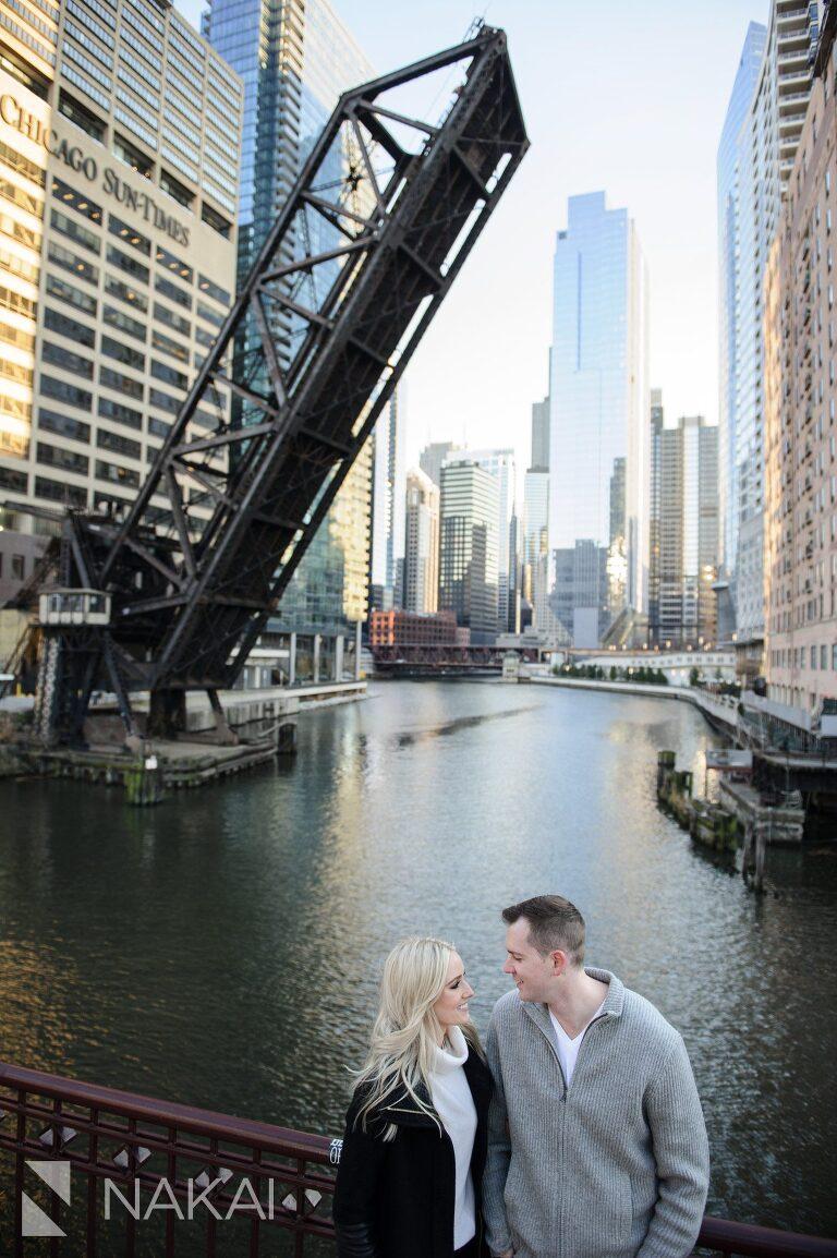 kinzie st bridge engagement picture chicago