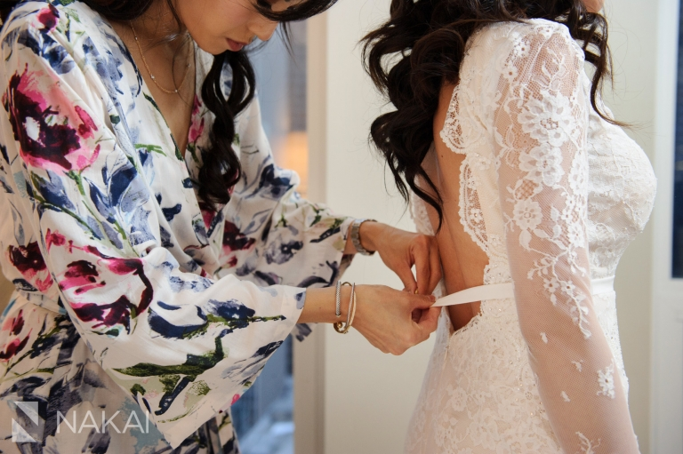 chicago waldorf wedding pictures getting ready bride