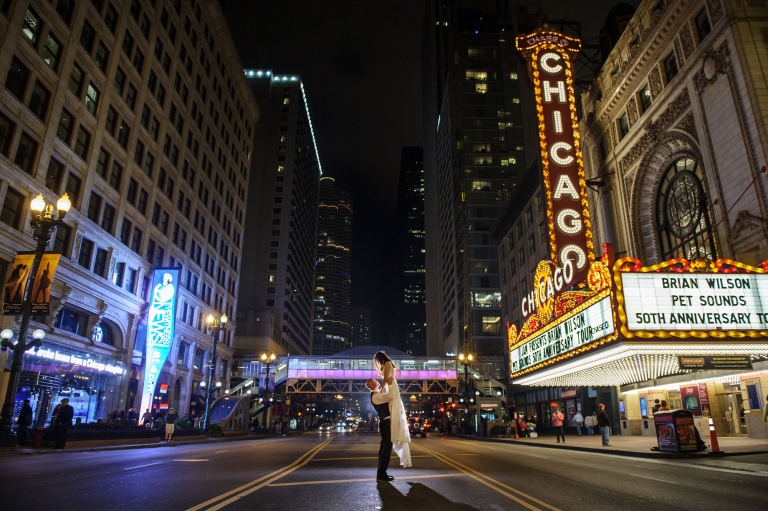 best chicago wedding photos theater sign