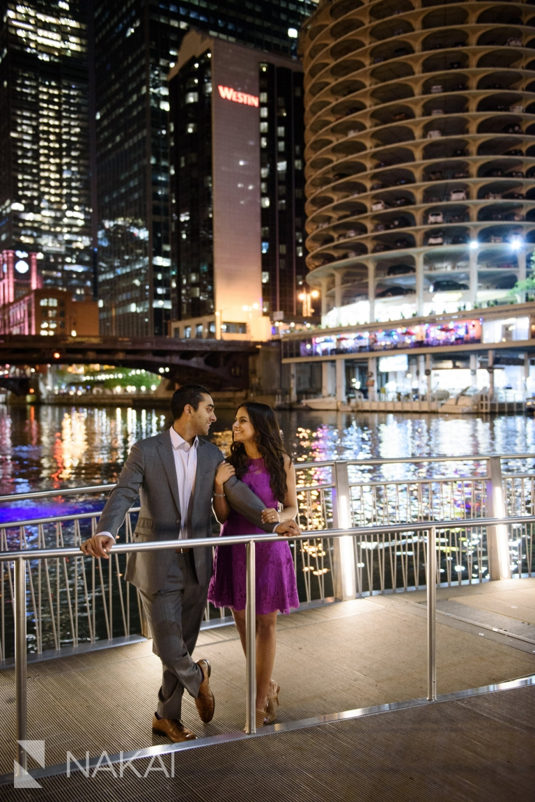 best Chicago engagement spot pictures night riverwalk