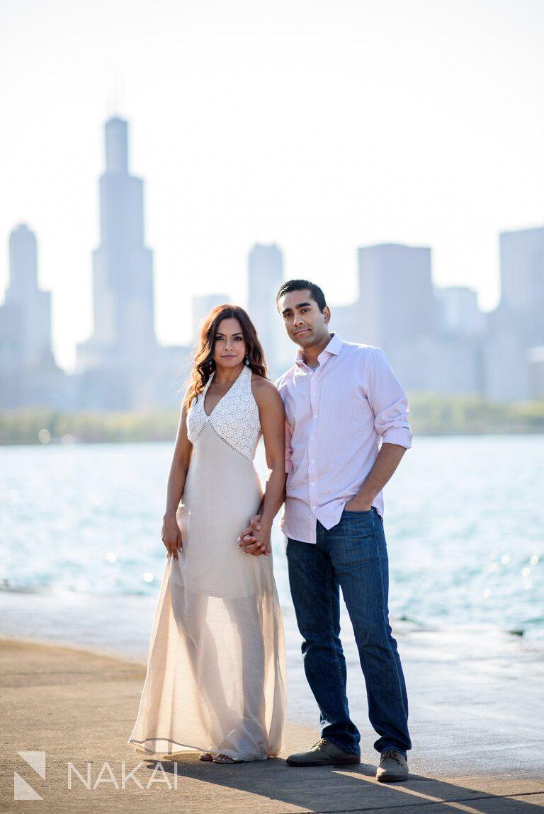 best Chicago engagement spot photos Adler planetarium skyline