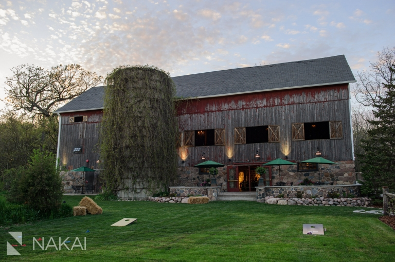 barn wedding venue Wisconsin photographer photo