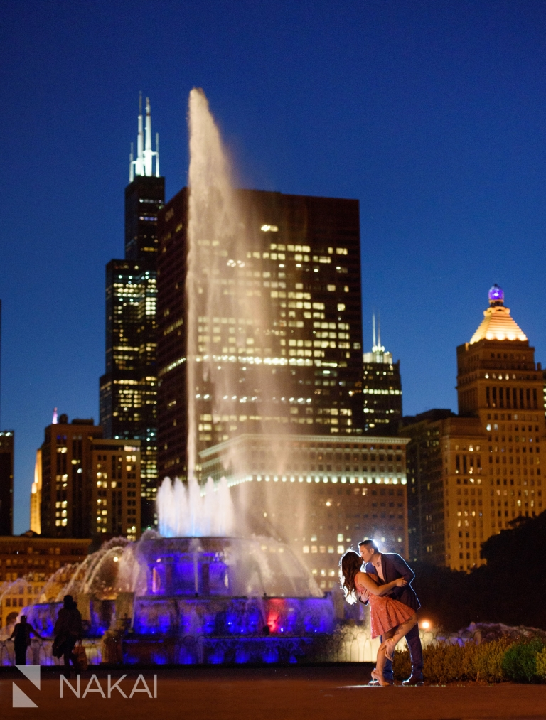 Buckingham fountain best Chicago engagement photo location