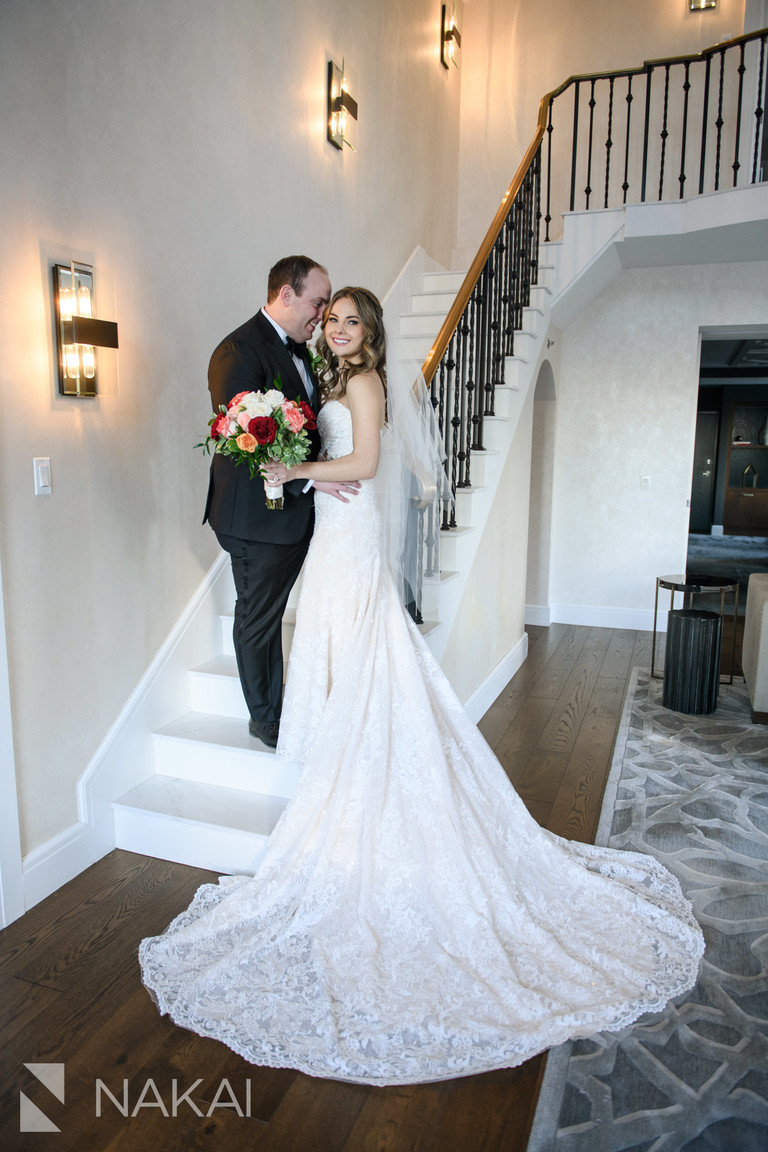 chicago intercontinental magnificent mile wedding photo bride groom staircase