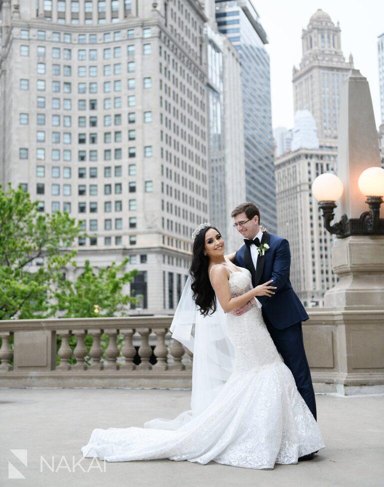 Chicago wedding photographer bride groom Wrigley building