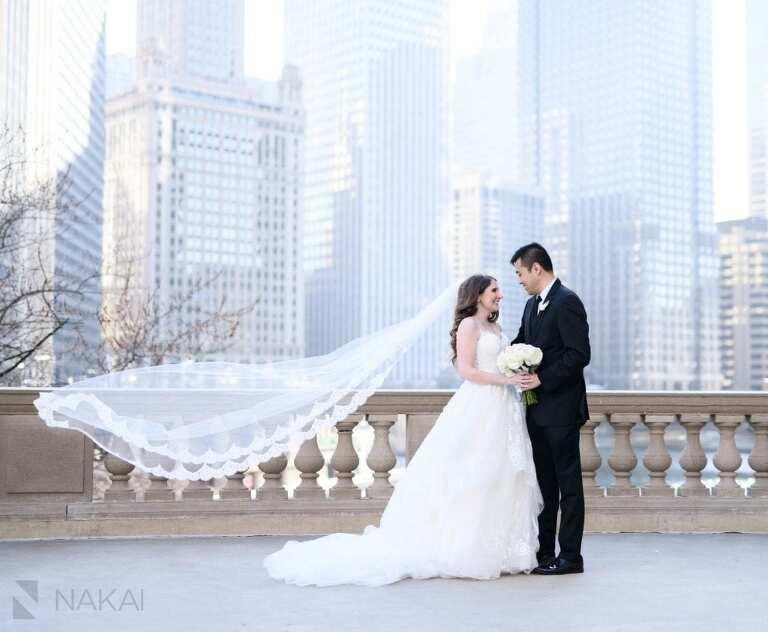 wedding chicago Wrigley building photo bride groom veil blowing