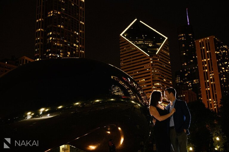 best chicago engagement photographer millennium park at night bean