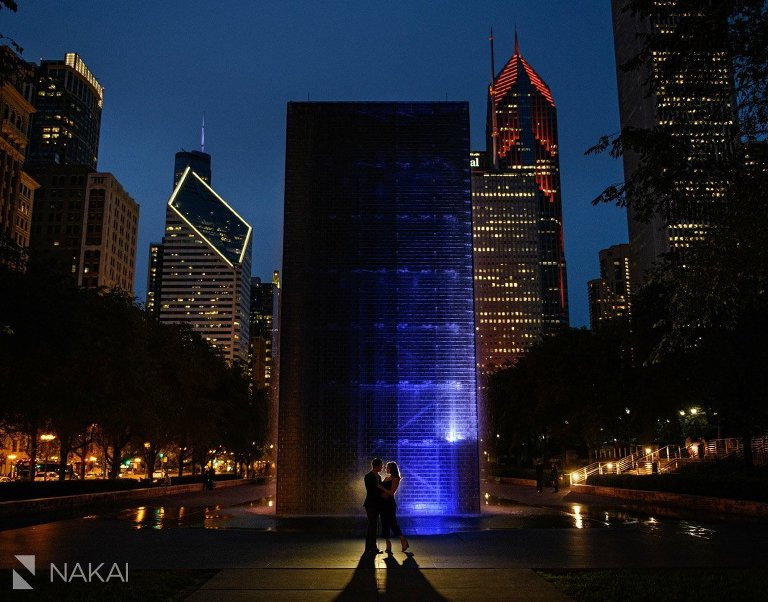 best chicago engagement photographer millennium park at night crown fountain