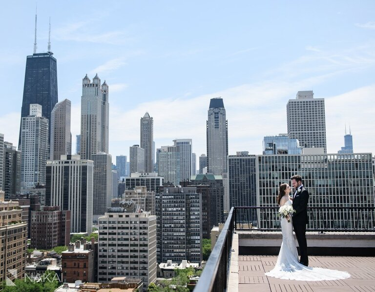 ambassador hotel chicago wedding picture rooftop bride and groom