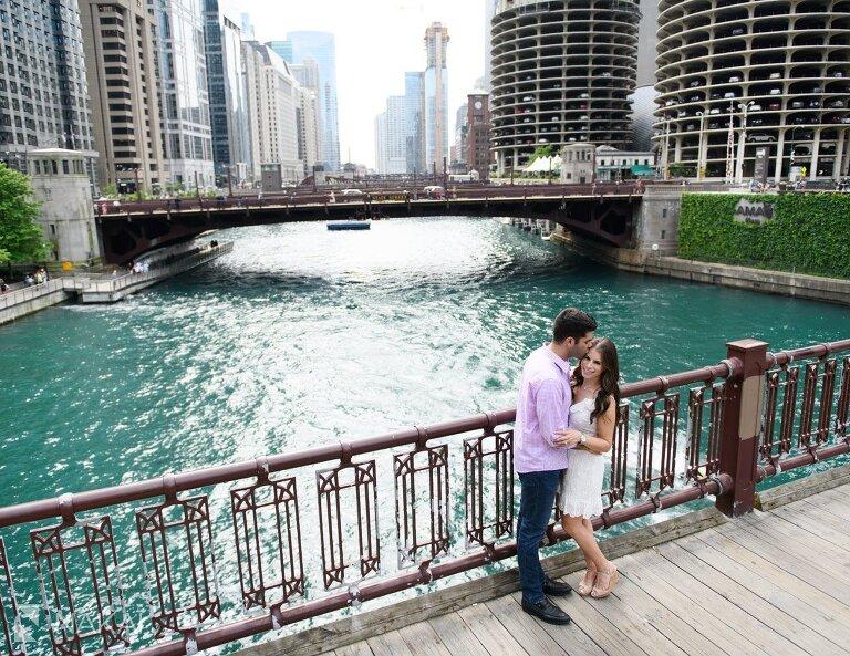 riverwalk chicago best engagement pictures