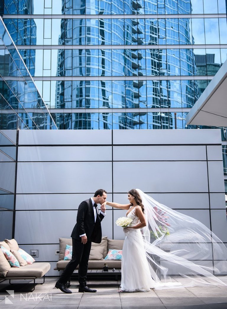 loews chicago hotel wedding photo bride groom downtown luxury rooftop
