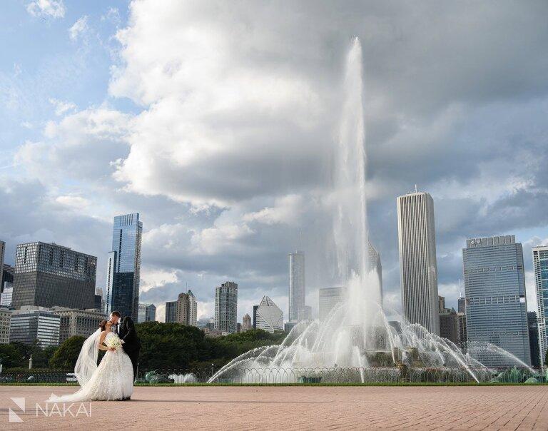 chicago wedding photographer Buckingham fountain