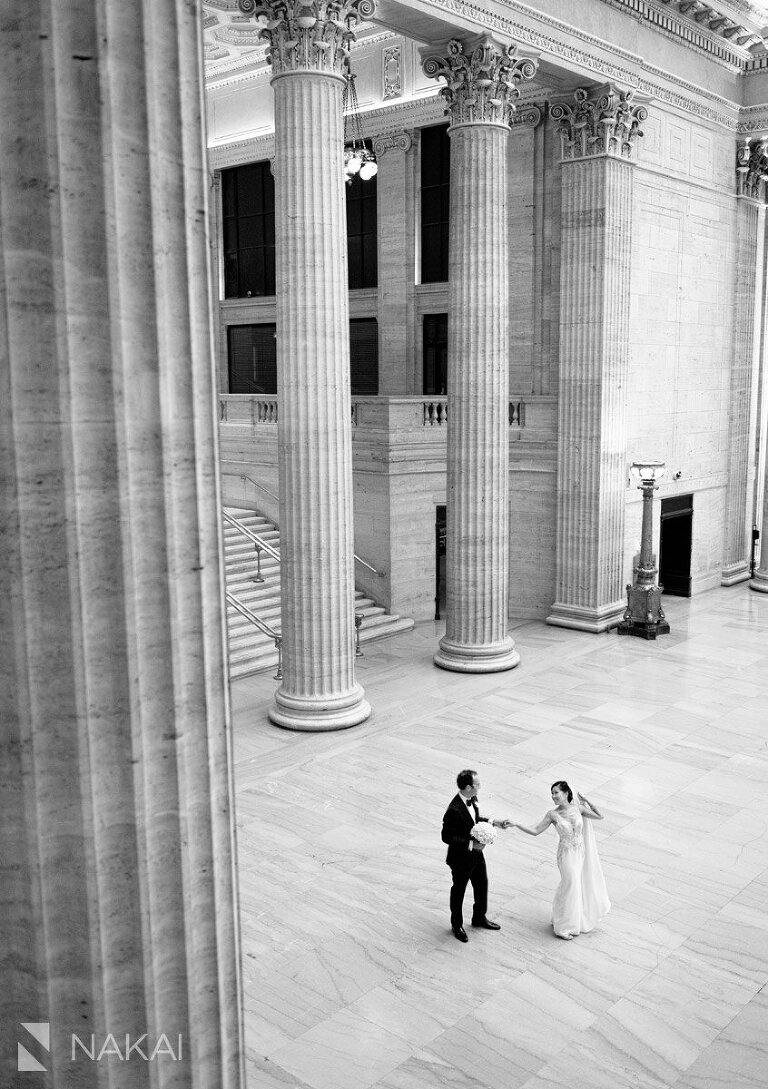 union station wedding photo chicago bride groom