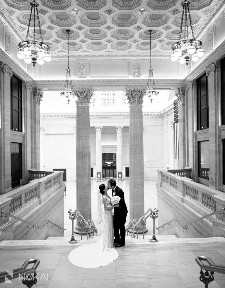 best chicago architecture wedding photos union station bride groom