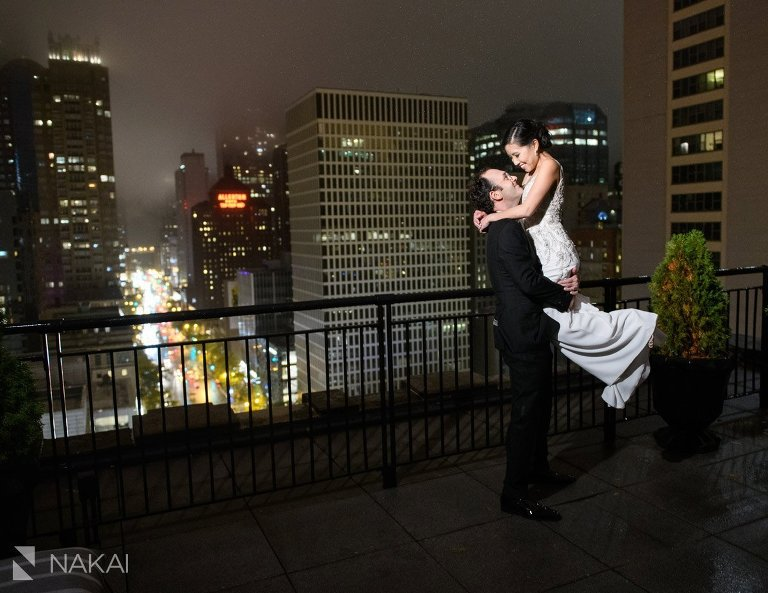 best Gwen hotel wedding photo chicago bride groom rooftop