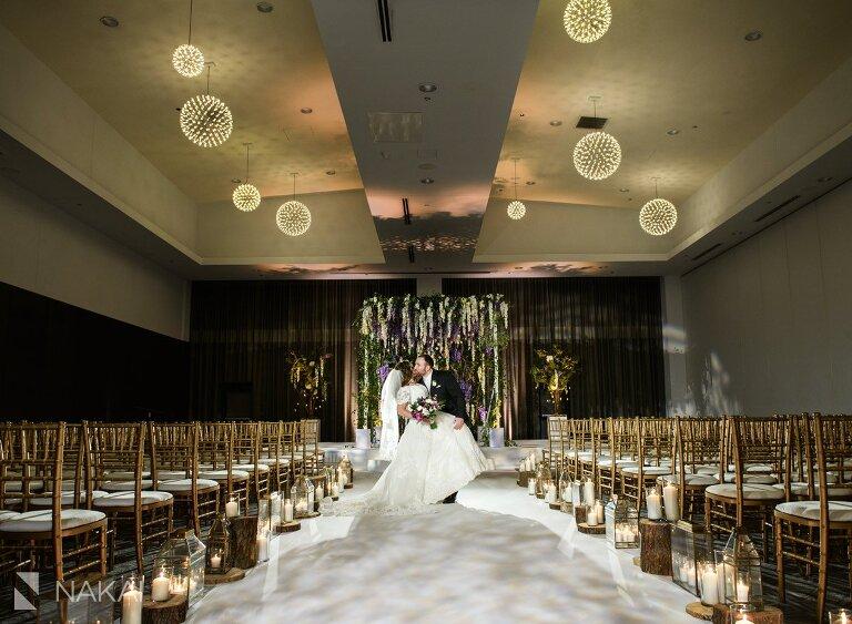 chicago Radisson blu wedding photo bride groom aqua lakeshore east