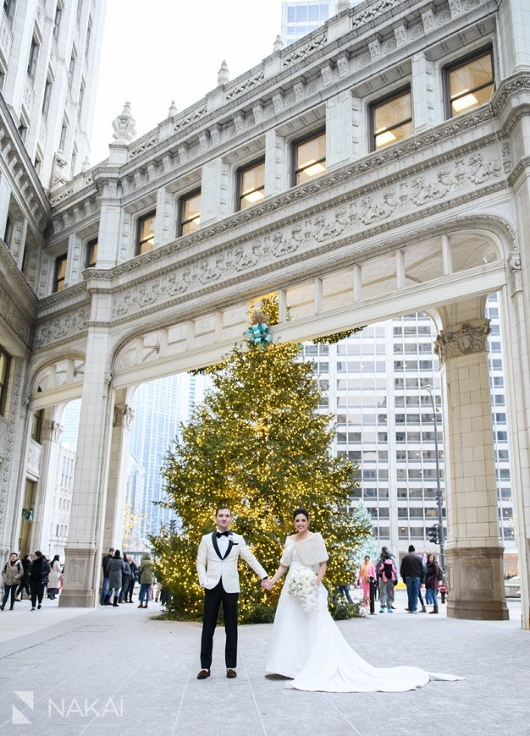 Chicago winter wedding photos bride groom Wrigley building