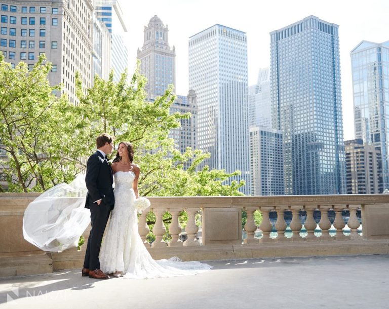 best chicago wedding pictures Wrigley building