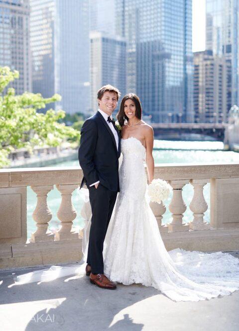 best chicago wedding photos Wrigley building